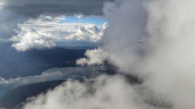 au milieu des niages au dessus décollage planfait